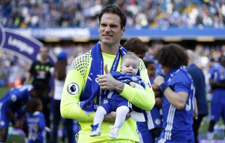 Britain Football Soccer - Chelsea v Sunderland - Premier League - Stamford Bridge - 21/5/17 Chelsea's Asmir Begovic celebrates after winning the Premier League Action Images via Reuters / John Sibley Livepic
