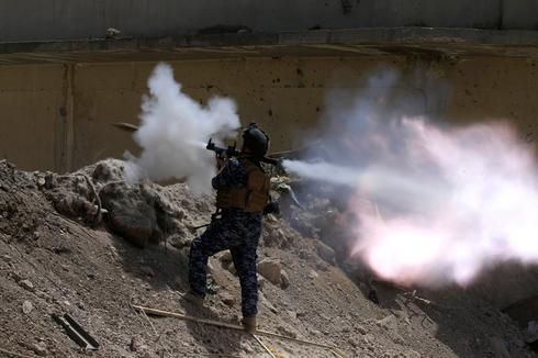 Assault on final Islamic State enclave in Mosul