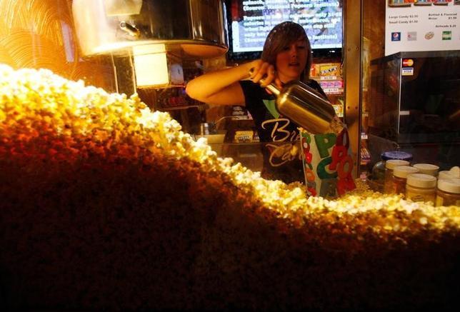 5月30日、米テネシー州ナッシュビル近郊の映画館で、ポップコーンを買えなかったことに激怒し、暴行を働いた男が逮捕された。地元警察が明らかにした。写真は2011年7月アイオワ州の映画館で撮影(2017年 ロイター/Jessica Rinaldi )