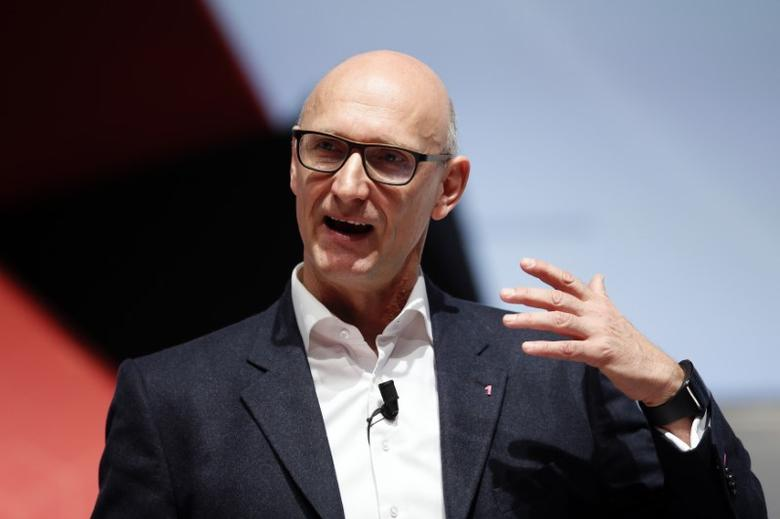 FILE PHOTO: Deutsche Telekom Chief Executive Officer Tim Hoettges delivers a keynote speech during the Mobile World Congress in Barcelona March 2, 2015.  REUTERS/Albert Gea