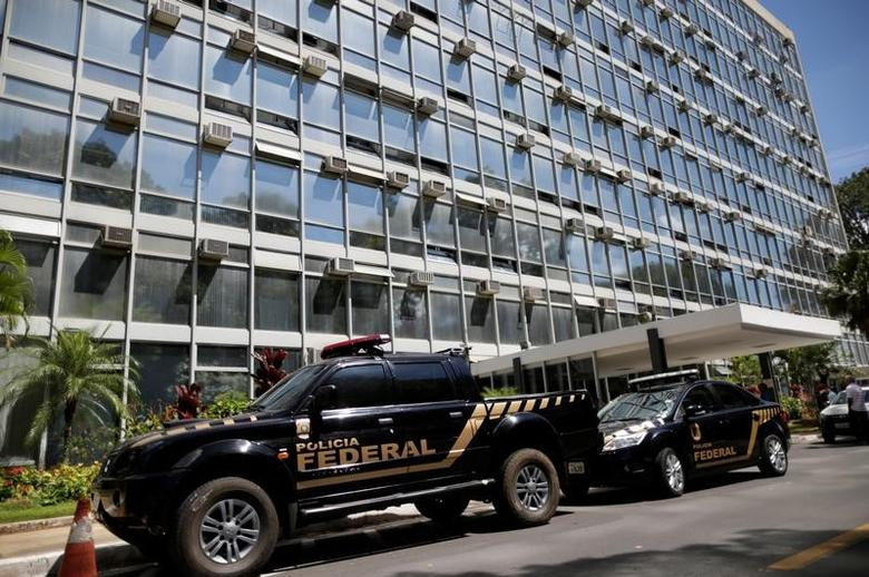 Brazilian Federal Police vehicles are pictured in front of the Ministry of Agriculture during an ''Operation Flesh Is Weak'' in Brasilia, Brazil March 17, 2017. REUTERS/Ueslei Marcelino