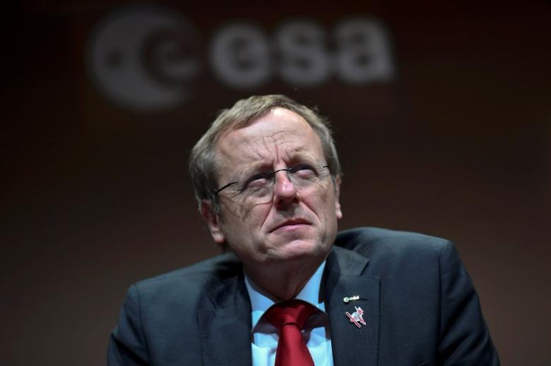 FILE PHOTO: Jan Woerner the European Space Agency (ESA) Director General speaks at ESA headqauters in Darmstadt, Germany, October 19, 2016 as the Schiaparelli lander touch down on Mars.  REUTERS/Uwe Anspach/POOL