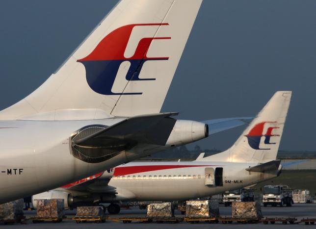 6月1日、当局によると、オーストラリアのメルボルンを31日に離陸し、クアラルンプールに向かっていたマレーシア航空のMH128便が、乗客の1人がコックピットに入ろうとして暴れたため、離陸後まもなくメルボルンの空港に引き返した。写真はマレーシア航空機。マレーシアのクアラルンプール国際空港で2014年7月撮影(2017年 ロイター/Edgar Su)