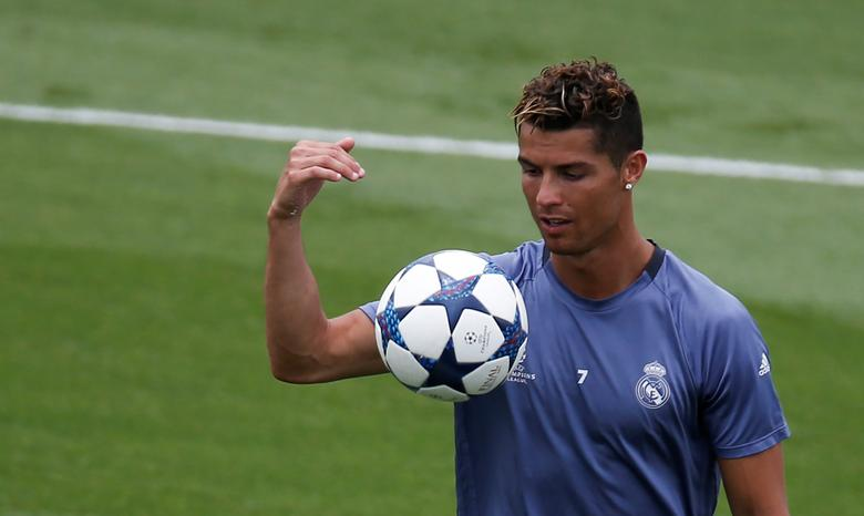 Football Soccer - Real Madrid training session - UEFA Champions League Final - Valdebebas Soccer Grounds, Madrid, Spain - 30/5/17 - Real Madrid's Cristiano Ronaldo looks at the ball during the training session at open media day. REUTERS/Sergio Perez