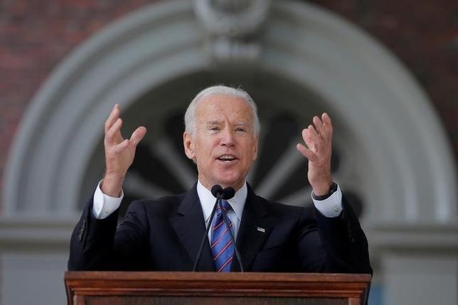 6月1日、バイデン前米副大統領は、政治活動委員会(PAC)の設立を発表する。写真はマサチューセッツ州で5月撮影(2017年 ロイター/Brian Snyder)