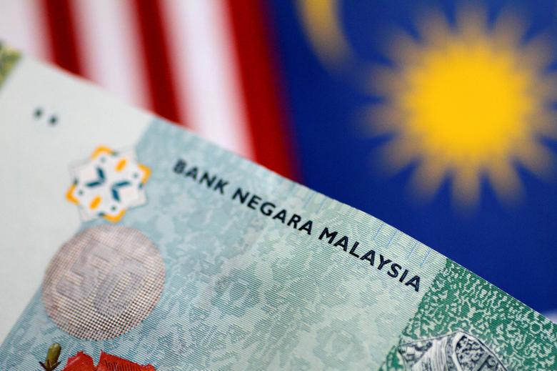 A Malaysia Ringgit note is seen in this illustration photo June 1, 2017.     REUTERS/Thomas White/Illustration