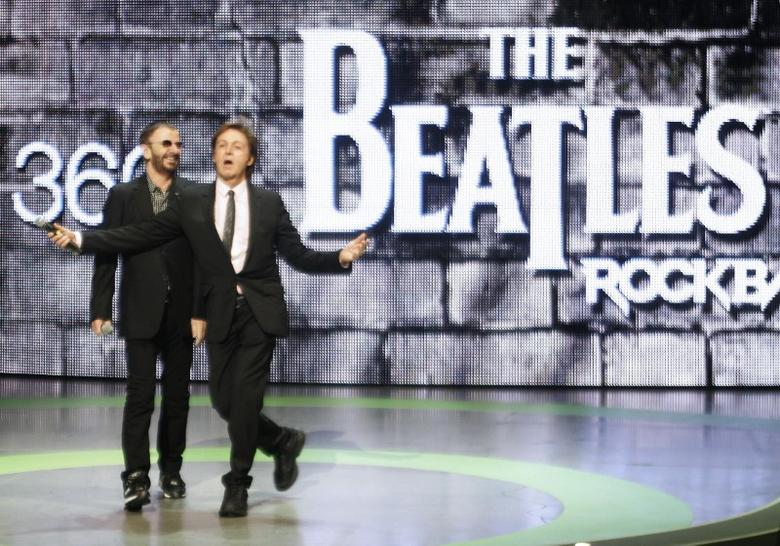 Musicians Ringo Starr (L) and Paul McCartney introduce the new video game ''The Beatles: Rock Band'' at the Microsoft XBox 360 E3 2009 media briefing in Los Angeles June 1, 2009.  REUTERS/Fred Prouser