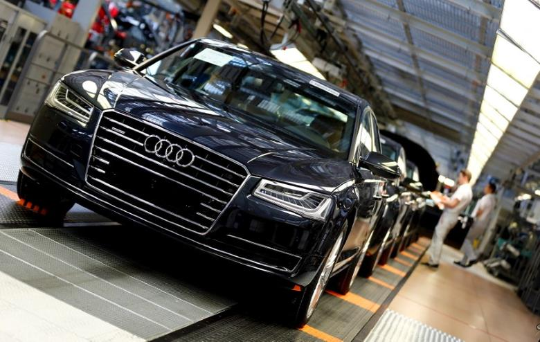 Audi A8 models are seen at their plant in Neckarsulm near Heilbronn May 21, 2015. Audi will hold their annual shareholders meeting on May 22, 2015.   REUTERS/Michael Dalder