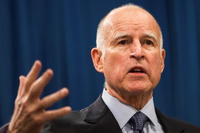 6月1日、トランプ米大統領が「パリ協定」から離脱すると発表したことを受け、カリフォルニア州をはじめとする米国内の自治体が独自に気候変動対策に取り組む動きを加速させている。写真はカリフォルニア州のブラウン知事。2014年1月撮影(2017年 ロイター/Max Whittaker)