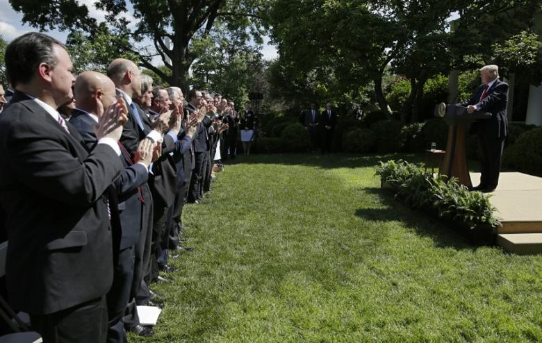 U.S. President Donald Trump is applauded as he announces his decision to withdraw from the Paris Climate Agreement in the Rose Garden of the White House in Washington, U.S., June 1, 2017. REUTERS/Joshua Roberts