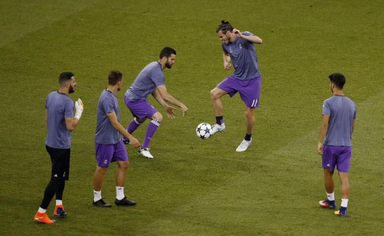 Britain Soccer Football - Juventus v Real Madrid - UEFA Champions League Final - The National Stadium of Wales, Cardiff - June 3, 2017 Real Madrid's Gareth Bale and team mates warm up before the match Reuters / Phil Noble Livepic
