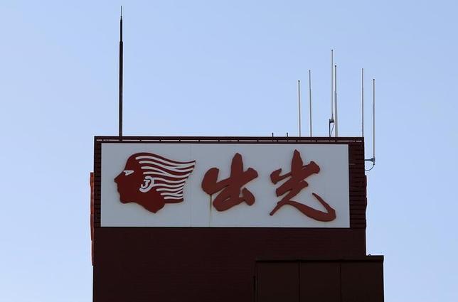 6月5日、昭和シェル石油との経営統合に反対する出光興産創業家の代理人は、記者会見し、29日に予定されている株主総会で月岡隆社長ら5人の取締役選任に反対すると発表した。写真は都内で2015年11月撮影(2017年 ロイター/Toru Hanai)