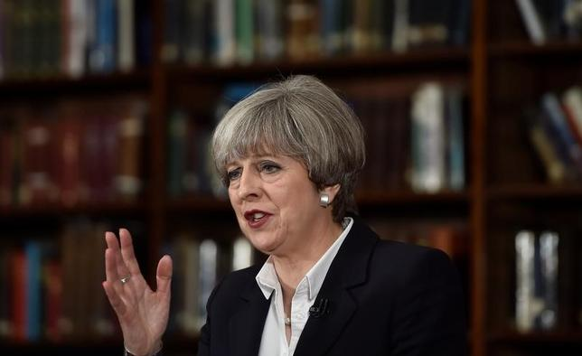 6月5日、メイ英首相はロンドン中心部で3日に発生した襲撃事件を受け、英国のテロ警戒レベルを引き続き「シビア」とすると発表した(2017年 ロイター/Hannah McKay)