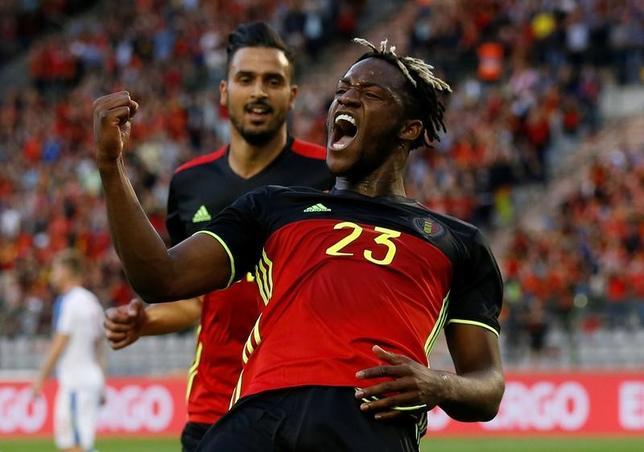 6月5日、サッカーの国際親善試合、ベルギーがチェコに2─1で勝利。写真は先制ゴールを挙げたベルギーのミシー・バチュアイ(2017年 ロイター/FrancoisLenoir)