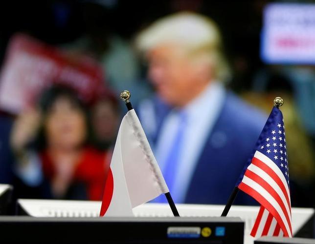 6月6日、安倍晋三首相は政府与党連絡会議で、地球温暖化防止のための「パリ協定」を巡り「米国が脱退を表明したことは残念」と述べた。2016年11月撮影(2017年 ロイター/Toru Hanai)