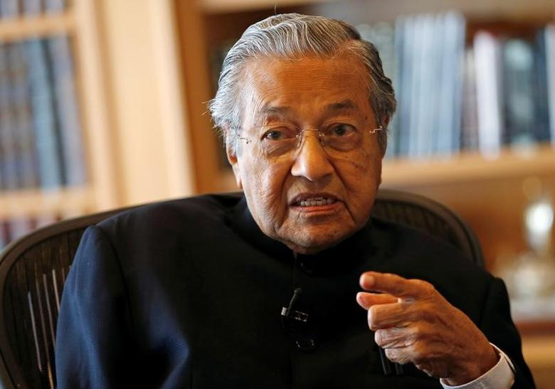 Former Malaysian prime minister Mahathir Mohamad speaks during an interview with Reuters in Putrajaya, Malaysia, March 30, 2017. REUTERS/Lai Seng Sin