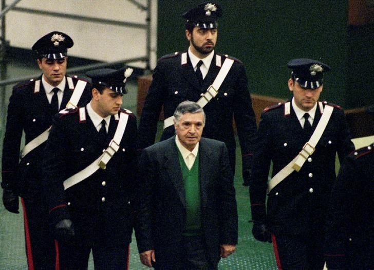 FILE PHOTO: Mafia boss Toto Riina is escorted by Italian Carabinieri officers as he arrives at the court house in Palermo, Italy December 1, 1993. REUTERS/Tony Gentile/File Photo