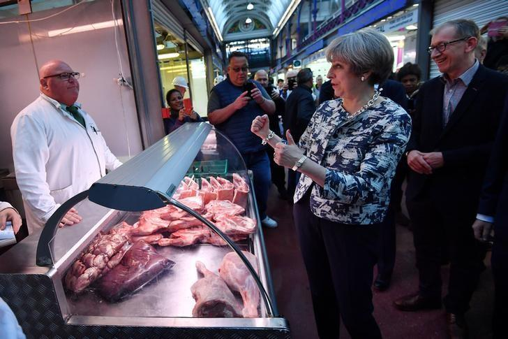 Britain's Prime Minister Theresa May and her husband Philip visit Smithfield Market during a Conservative Party general election campaign visit in the City of London, Britain June 7, 2017. REUTERS/Ben Stansall/Pool
