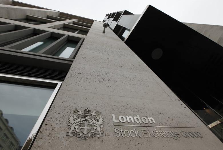 The London Stock Exchange building is seen in central London September 24, 2009.    REUTERS/Stephen Hird