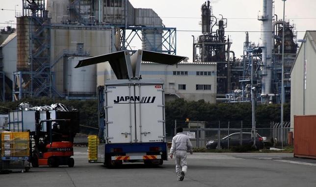 6月8日、2017年1─3月期実質国内総生産(GDP)2次速報値は、1次速報値から下方修正となった。京浜工業地帯で3月撮影(2017年 ロイター/Toru Hanai)