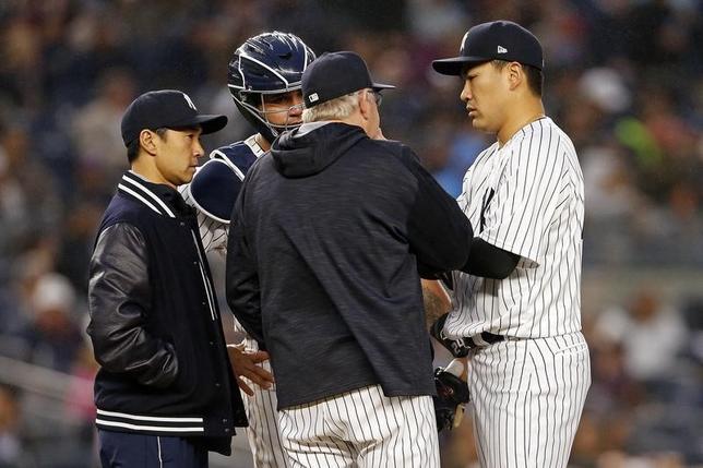 6月7日、MLBレッドソックスの試合で実況解説を担当しているジェリー・レミー氏は、ヤンキースの田中将大投手(右)が登板した試合で不適切な発言があったとして謝罪した。ニューヨークで6日撮影(2017年 ロイター/Adam Hunger-USATODAY Sports)
