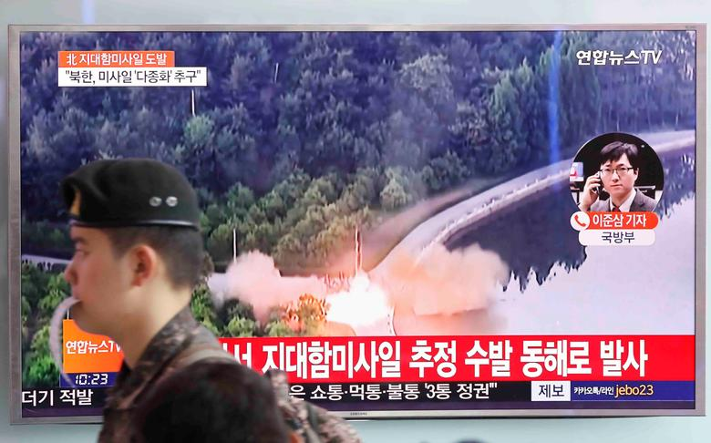 A South Korean soldier walks past a TV broadcast of a news report on North Korea firing what appeared to be several land-to-ship missiles off its east coast, at a railway station in Seoul, South Korea, June 8, 2017.  REUTERS/Kim Hong-Ji