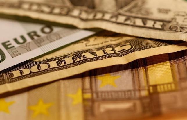 6月8日、正午のドル/円は、前日ニューヨーク市場午後5時時点と同水準の109.81/83円だった。2016年10月撮影(2017年 ロイター/Leonhard Foeger)