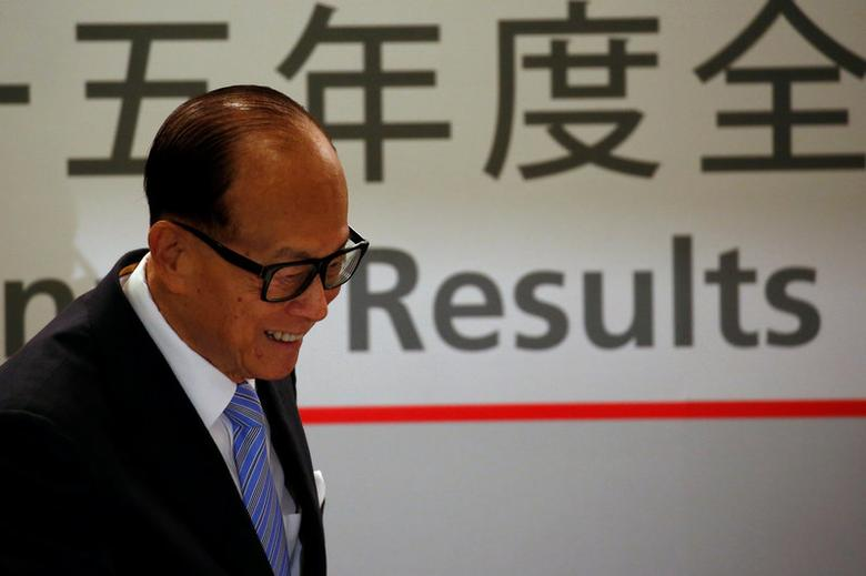 FILE PHOTO: Hong Kong tycoon Li Ka-shing smiles at he attends a news conference announcing CK Hutchison Holdings company results in Hong Kong, China March 17, 2016.  REUTERS/Bobby Yip/File Photo