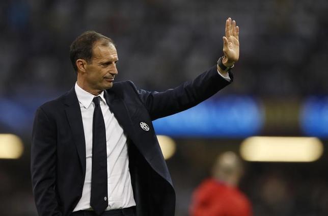 6月7日、サッカーのイタリア・セリエA、ユベントスは、マッシミリアーノ・アレグリ監督と2020年6月までの契約延長で合意したと発表した。英カーディフで3日撮影(2017年 ロイター)