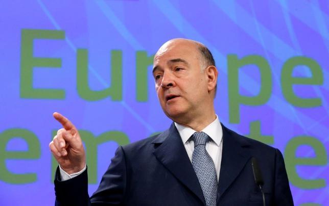 6月8日、欧州委員会のモスコビシ委員(写真)は、ギリシャの債務軽減を巡り、ユーロ圏と国際通貨基金(IMF)の溝はまだ埋まっていないとし、ギリシャ債権国はこの問題で「火遊びすべきでない」と語った。写真はブリュッセルで5月撮影(2017年 ロイター/Francois Lenoir)