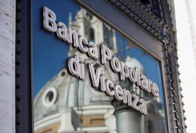 6月8日、イタリアの銀行が、経営難に陥っているポポラーレ・ディ・ビチェンツァとベネト・バンカ救済への参加を検討していることが、複数の関係筋の話で明らかになった。写真はポポラーレ・ディ・ビチェンツァのロゴ、ローマで3月撮影(2017年 ロイター/Alessandro Bianchi)