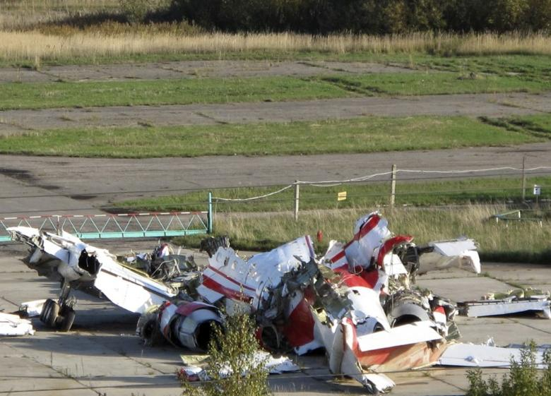File Photo - The wreckage of the Polish Tupolev Tu-154M presidential aircraft is seen at the airport in Smolensk October 1, 2010. REUTERS/Lidia Kelly