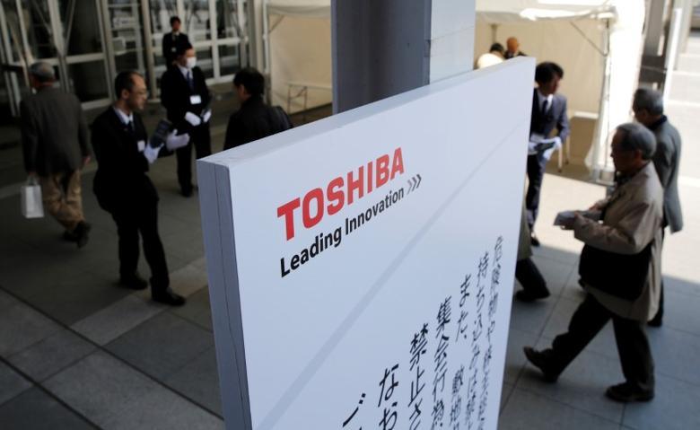FILE PHOTO: Shareholders arrive at Toshiba's extraordinary shareholders meeting in Chiba, Japan  March 30, 2017.   REUTERS/Toru Hanai