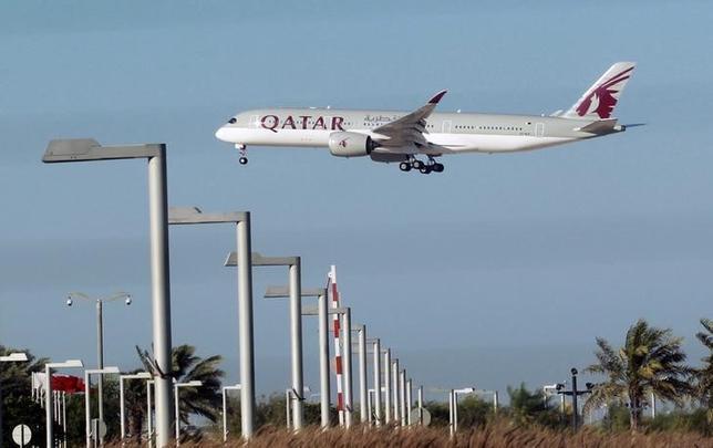 6月8日、カタールとサウジアラビアなどアラブ主要国のいさかいは、中東地域の航空会社の経営に打撃を与え、乗り換え中継地としての位置付けを目指す湾岸地域の先行きに暗い影を落としている。写真は、カタール航空の航空機。ドーハで5日撮影(2017年 ロイター)