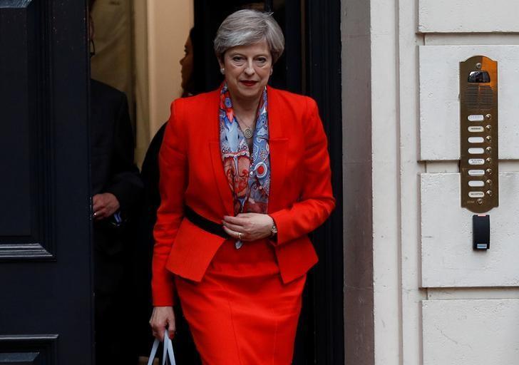 2017年6月9日,英国伦敦,首相特雷莎·梅走出保守党总部。REUTERS/Peter Nicholls