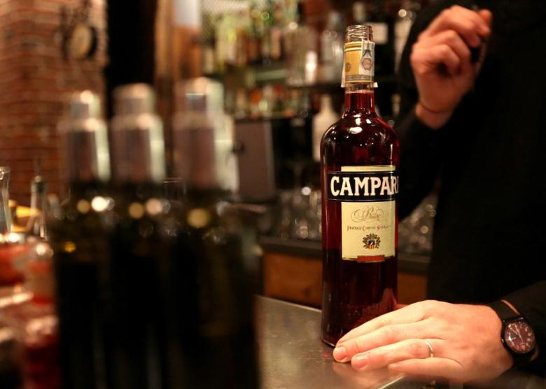 FILE PHOTO: A barman open a new bottle of Campari in a bar downtown Milan, February 29, 2016. REUTERS/Stefano Rellandini/File Photo