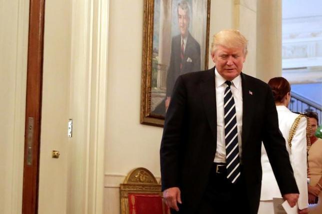 6月9日、トランプ米大統領(写真)はコミー米連邦捜査局(FBI)前長官について「漏えい者」とツイートした。8日撮影(2017年 ロイター/Yuri Gripas)