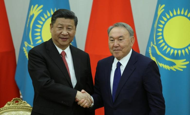 Kazakh President Nursultan Nazarbayev and Chinese President Xi Jinping shake hands during a joint news conference following their meeting as part of the Shanghai Cooperation Organization (SCO) security bloc summit in Astana, Kazakhstan, June 8, 2017. REUTERS/Mukhtar Kholdorbekov