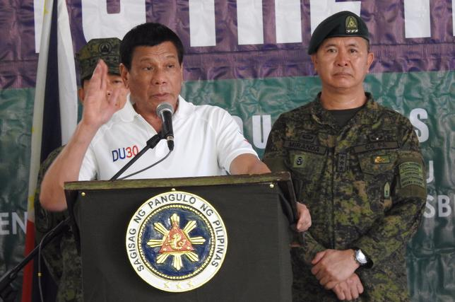 Philippines' President Rodrigo Duterte gestures as he talks to the troopers during his visit to Camp Teodulfo Bautista in Jolo, Sulu, Philippines May 27, 2017. Picture taken May 27, 2017. REUTERS/Nickee Butlangan