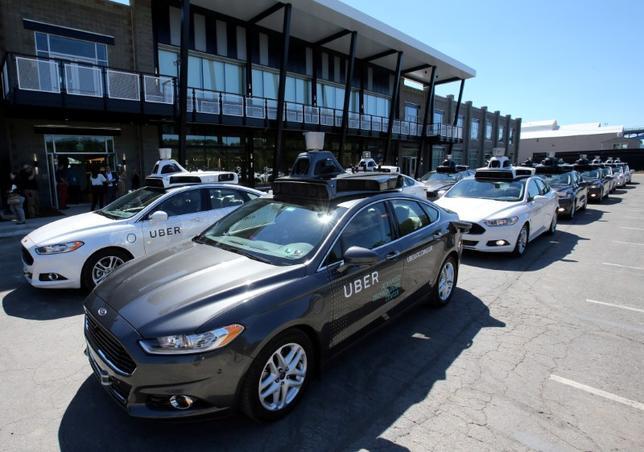 6月11日、配車サービス大手の米ウーバー・テクノロジーズは11日の取締役会で、トラビス・カラニック最高経営責任者(CEO)が一時的に同社を離脱する案や経営慣行の抜本的改革を協議する。写真は米ピッツバーグ市で2016年9月撮影(2017年 ロイター/Aaron Josefczyk)