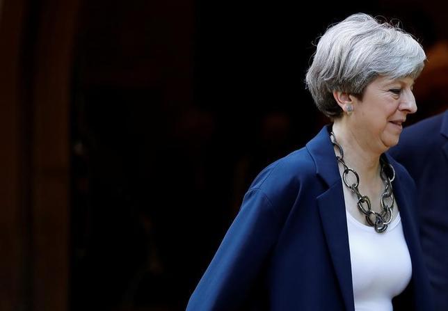6月13日、英タイムズ紙は関係筋の話として、有権者による緊縮財政への忍耐が限界に達していることをメイ首相が認めたと報じた。11日撮影(2017年 ロイター/Stefan Wermuth)