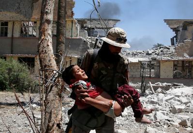 Children in flight from western Mosul