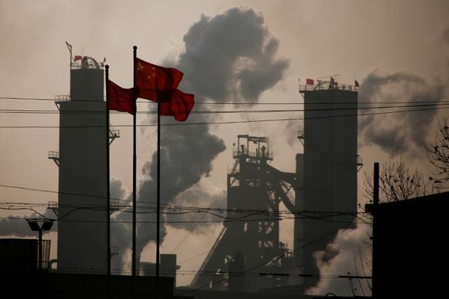 6月14日、中国国家統計局が14日発表した5月の鉱工業生産と小売売上高は、予想を上回り、底堅い数字となった。一方、固定資産投資は伸びが鈍化した。写真は河北省の工場、2月撮影(2017年 ロイター/Thomas Peter)