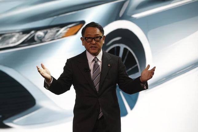 6月14日、トヨタ自動車は、愛知県豊田市の本社で定時株主総会を開いた。自動車産業が大きな転換期を迎え、異業種からの参入も続く中、豊田章男社長(写真)は「明日を生き抜く力として、今後はM&Aなどを含め、あらゆる選択肢を検討していかなければならない」と述べた。写真はデトロイトで1月撮影(2017年 ロイター/Mark Blinch)