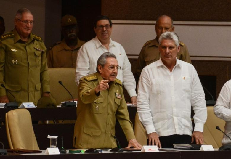 Cuba's President Raul Castro (L, front) gestures while standing next to First Vice-President Miguel Diaz-Canel (R) during an extraordinary session of the National Assembly, in Havana, Cuba June 1, 2017. ACN/Marcelino Vazquez/Handout via REUTERS
