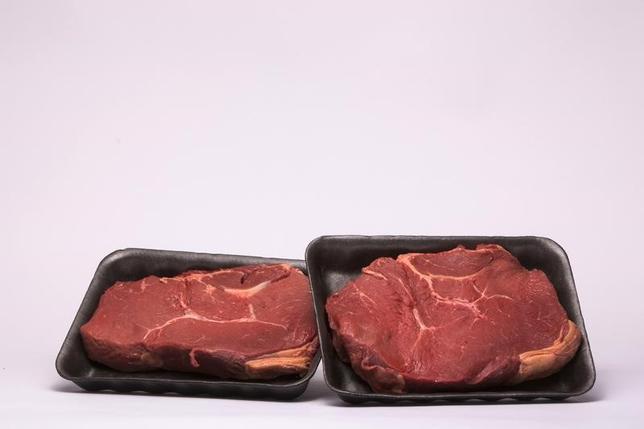 6月14日、中国向けの米国産牛肉輸出が、中国の14年間に及ぶ禁輸措置終了を受けて再開した。写真はステーキ肉。ニューヨーク市で2015年3月撮影(2017年 ロイター/Lucas Jackson)