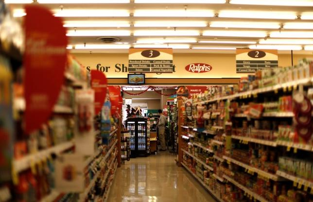 FILE PHOTO: An isle of a Ralphs grocery store, which is owned by Kroger Co, is pictured ahead of company results in Altadena, California U.S., December 1, 2016.   REUTERS/Mario Anzuoni
