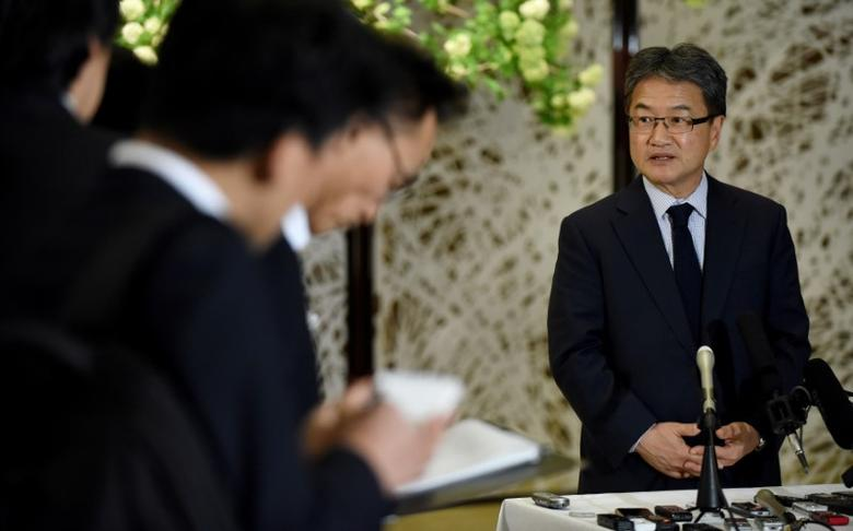 U.S. Special Representative for North Korea Policy Joseph Yun (R) answers questions from reporters following meeting with Japan and South Korea chief nuclear negotiators to talk about North Korean issues at the Iikura guest house in Tokyo, Japan April 25, 2017. REUTERS/Toru Yamanaka/Pool - RTS13RWA