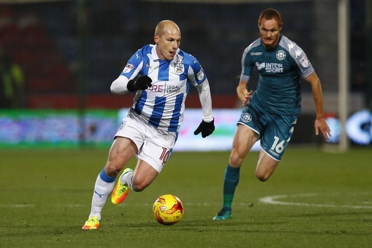 Britain Football Soccer - Huddersfield Town v Wigan Athletic - Sky Bet Championship - The John Smith's Stadium - 28/11/16 Huddersfield Town's Aaron Mooy in action with Wigan's Shaun MacDonald Mandatory Credit: Action Images / Jason Cairnduff