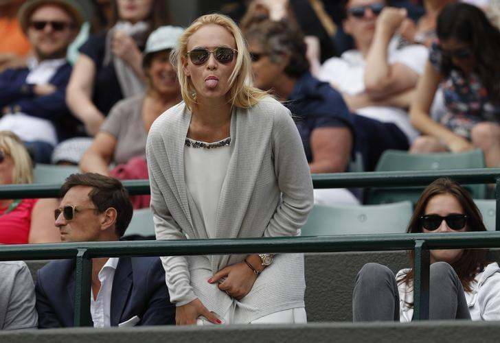 Britain Tennis - Wimbledon - All England Lawn Tennis & Croquet Club, Wimbledon, England - 28/6/16 Switzerland's Stan Wawrinka girlfriend Croatia's Donna Vekic gestures from the stands during his match against USA's Taylor Fritz REUTERS/Paul Childs